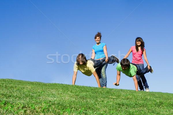 Kruiwagen race zomerkamp leuk teen asian Stockfoto © godfer