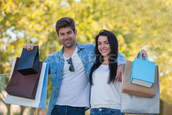 Couple Shopping voyage cadeaux hispanique homme Photo stock © godfer