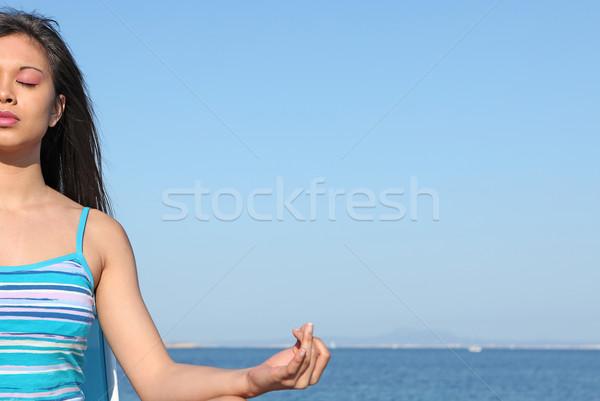 Jóga nő nyári vakáció tengerpart nők személy Stock fotó © godfer