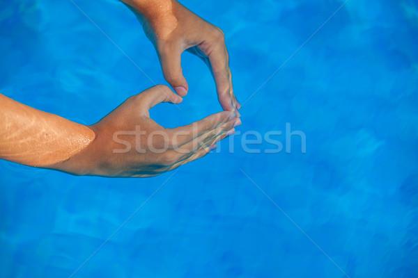 Vacances d'été amour coeur mains piscine Photo stock © godfer
