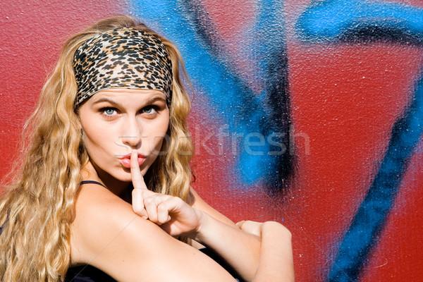 Dedo hasta labios silencio mujeres Foto stock © godfer