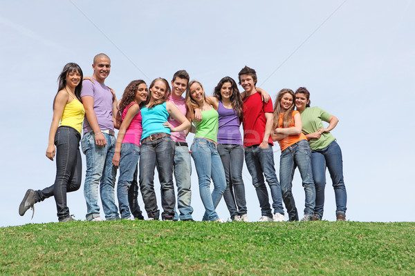 Grupo diverso adolescentes amigos verano ninas Foto stock © godfer