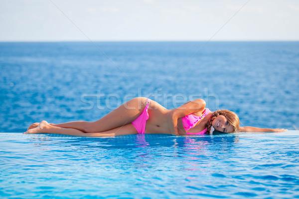 Lata kobieta nieskończoność basen mallorca Zdjęcia stock © godfer