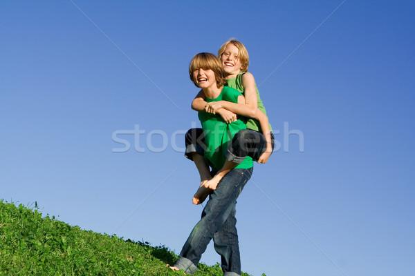 Boldog háton nyár gyerekek mosoly gyerekek Stock fotó © godfer