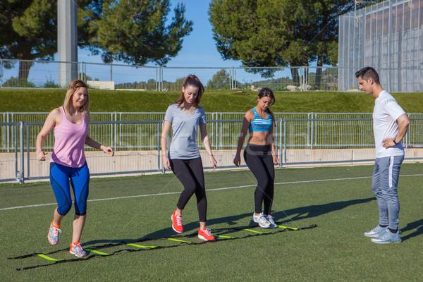 Szabadtér tornaterem fitnessz csoport osztály edző Stock fotó © godfer