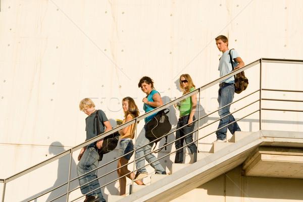Stok fotoğraf: Öğrenciler · kampus · çocuklar · grup · yürüyüş · geri