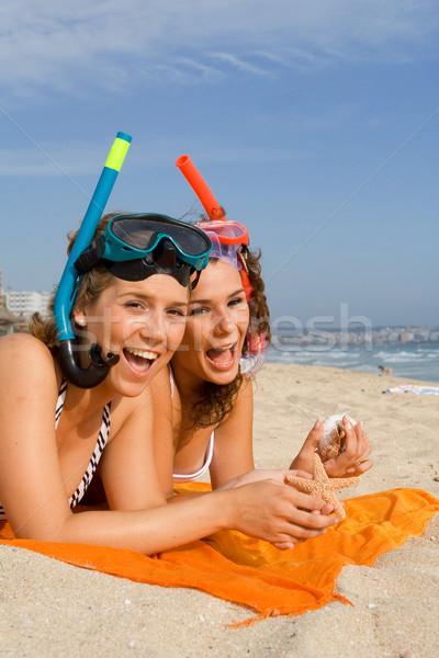 Szczęśliwy nastolatków wakacje plaży kobiet znajomych Zdjęcia stock © godfer