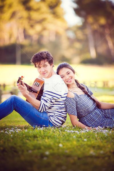 Nyár románc gitár fiú játszik lány Stock fotó © godfer