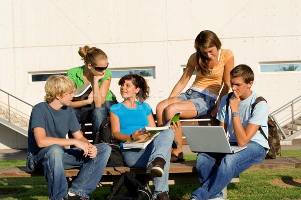 Szabadtér tanulás csoport diákok könyvek iskola Stock fotó © godfer