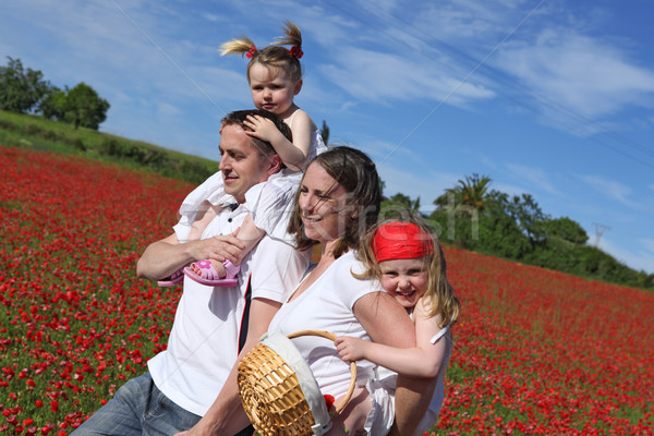 Heureux saine famille marche campagne fleurs Photo stock © godfer