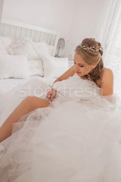 Menyasszony öntet harisnyakötő esküvő nő szoba Stock fotó © godfer