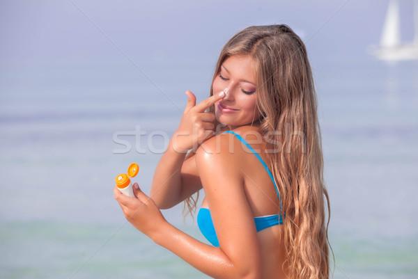 Sol mulher bronzeado loção creme verão Foto stock © godfer