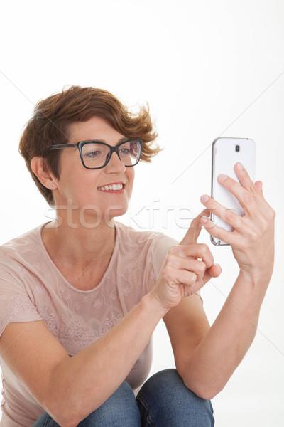 Nő küldés szöveg okostelefon okos mobil Stock fotó © godfer
