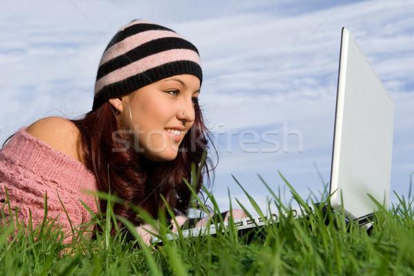Teen outdoor internet wifi computer portatile computer Foto d'archivio © godfer