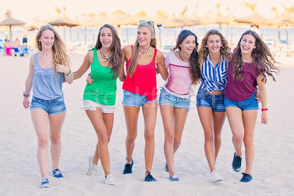 Tavaszi szünet tinédzserek csoport vakáció gyerekek nyár Stock fotó © godfer