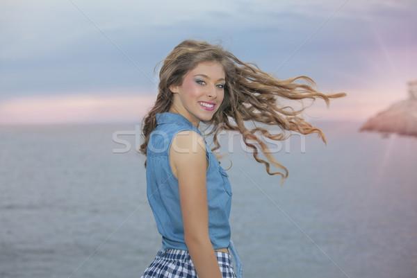 Mujer largo ondulado saludable pelo vacaciones Foto stock © godfer
