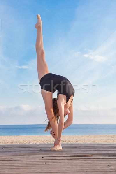 Táncos tornász sport fitnessz egészség balett Stock fotó © godfer