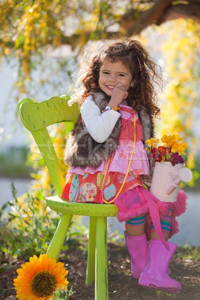 Heureux enfant cute séance président extérieur Photo stock © godfer