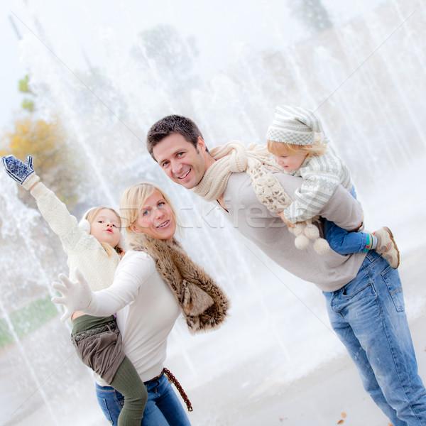 Mosolyog háton család szülők gyerekek lány Stock fotó © godfer