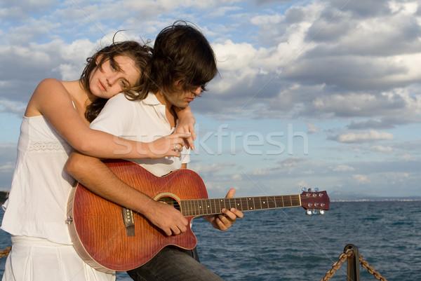 Boldog pár gitár tenger nyár fiatal Stock fotó © godfer