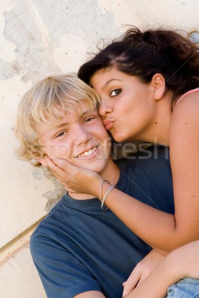 Eerste liefde tieners zoenen wang gelukkig Stockfoto © godfer