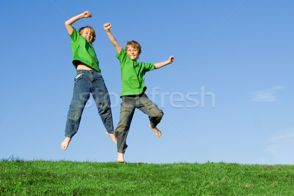 Heureux enfants sautant saine été enfants Photo stock © godfer