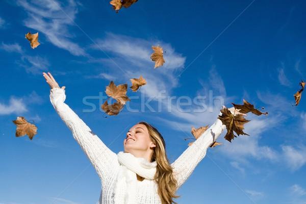 ősz nő karok a magasban boldogság lány nők Stock fotó © godfer