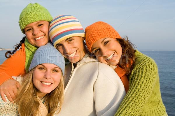 Boldog csoport mosolyog tinédzserek jókedv tini Stock fotó © godfer