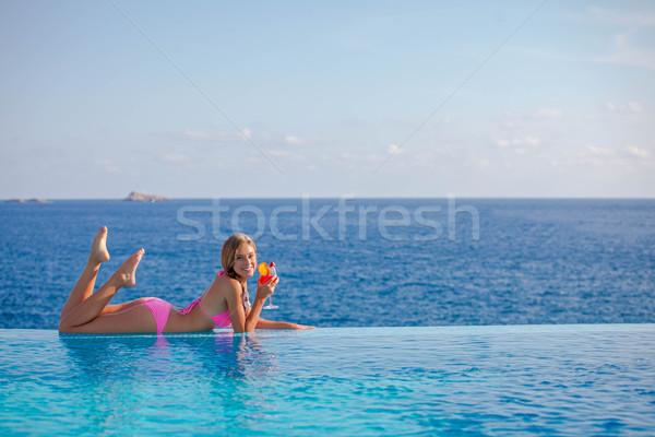 Zomer vrouw drinken cocktail majorca oneindigheid Stockfoto © godfer