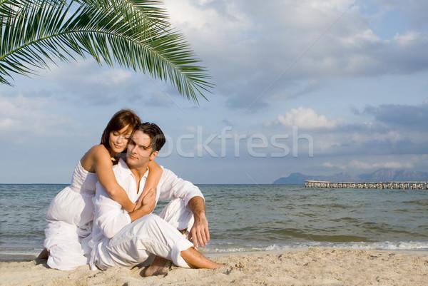 Lune de miel couple affectueux détente plage homme Photo stock © godfer