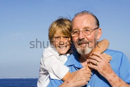 Nyugdíjas pár mosoly szeretet férfi boldog Stock fotó © godfer