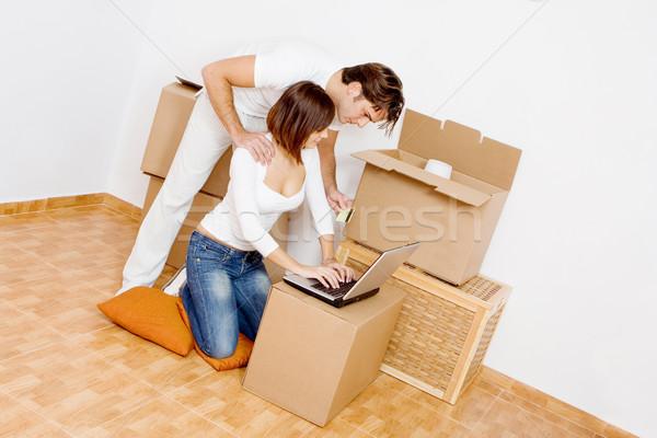 Fiatal pár laptop vásárol internet új Stock fotó © godfer