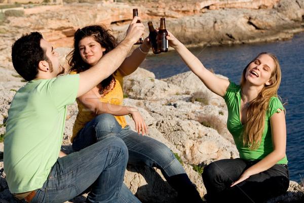 Tieners drinken alcohol meisjes drinken fles Stockfoto © godfer