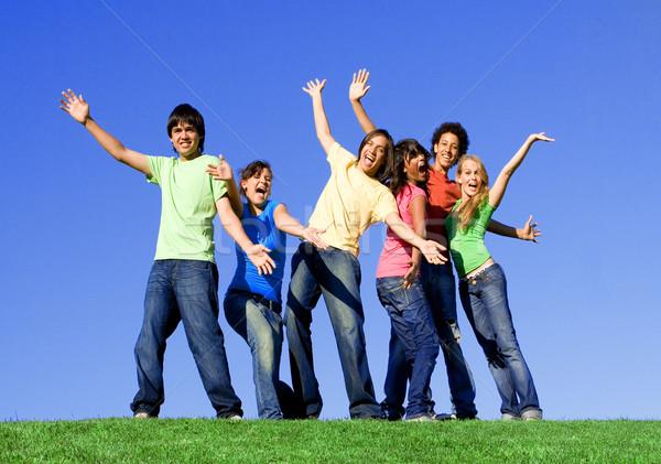 Grupo diverso adolescentes ninas diversión adolescente Foto stock © godfer