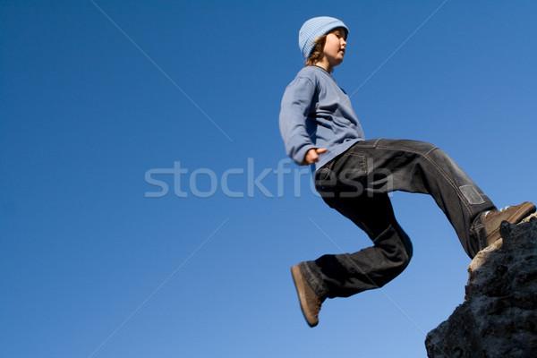 Gelukkig gezonde kid spelen buitenshuis rotsklimmen Stockfoto © godfer