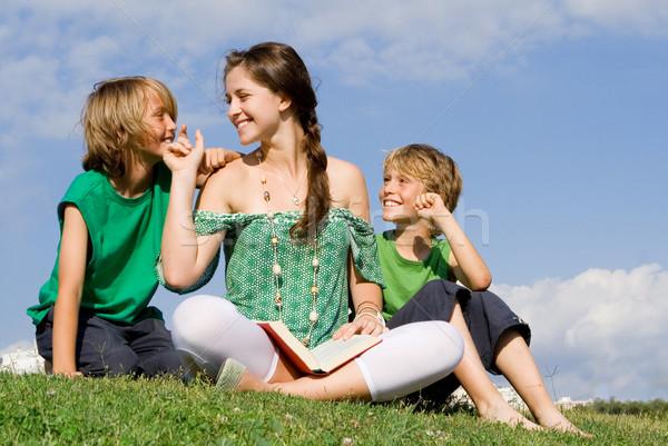Nő olvas gyerekek kint könyvek nyár Stock fotó © godfer