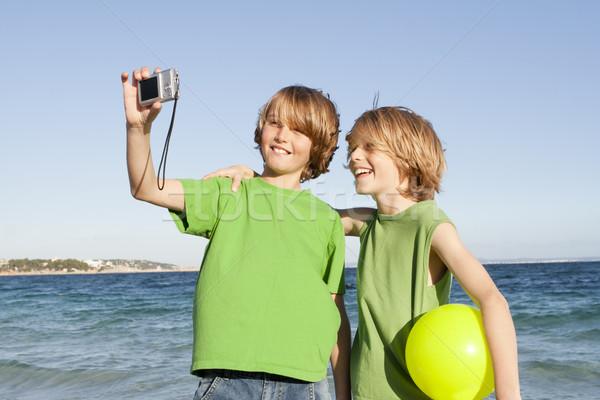 Enfants vacances vacances heureux souriant plage Photo stock © godfer