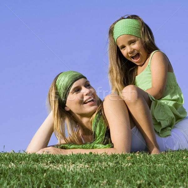 Boldog anyu lánygyermek játszik kint nyár Stock fotó © godfer