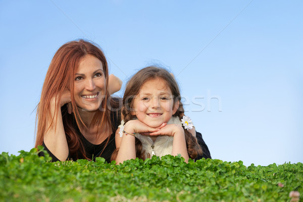 Familie Mutter Kind lächelnd glückliche Familie Lächeln Stock foto © godfer