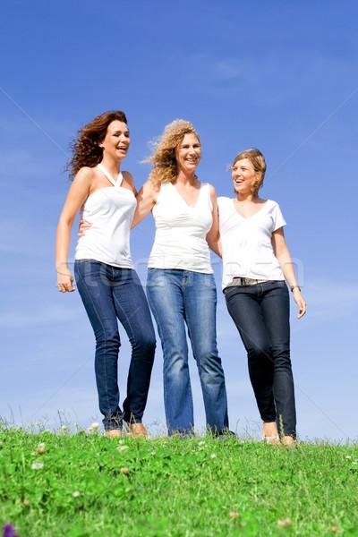 Femmes mère augmenté up famille enfants Photo stock © godfer
