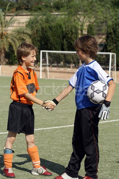 Dzieci drżenie rąk piłka nożna piłka nożna meczu strony Zdjęcia stock © godfer