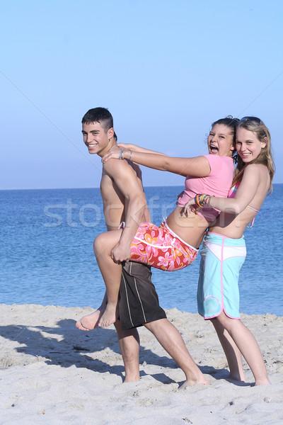Gyerekek tengerpart nyári vakáció tavaszi szünet nyár diákok Stock fotó © godfer