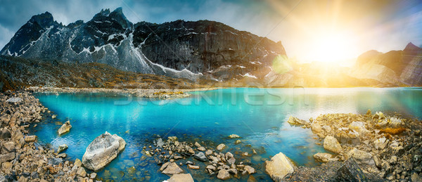 Gyönyörű hegy tájkép kilátás tükröződés tó Stock fotó © goinyk