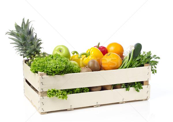 Vruchten groenten houten kraan geïsoleerd Stockfoto © goir