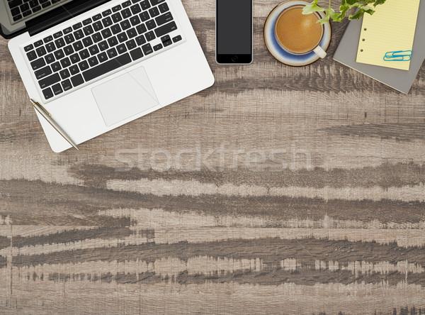 Trabalhando tabela cópia espaço diretamente acima ver Foto stock © goir