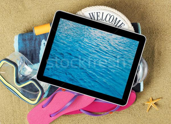 üdvözlet vakáció tabletta tengerpart kellékek homok Stock fotó © goir