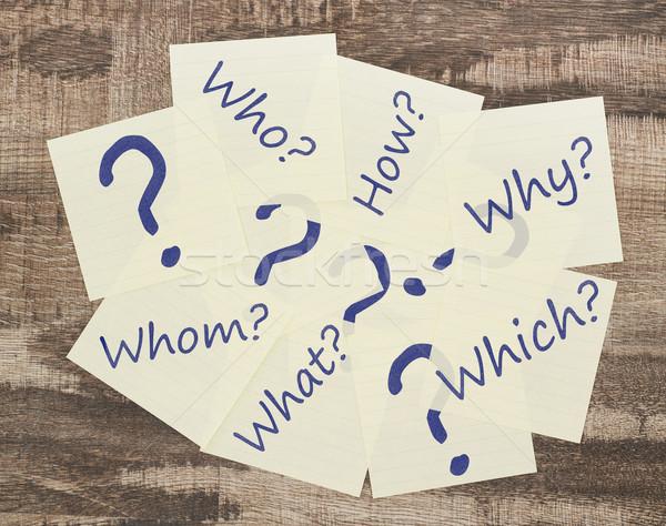 Questions adhésif note points d'interrogation bois idées Photo stock © goir