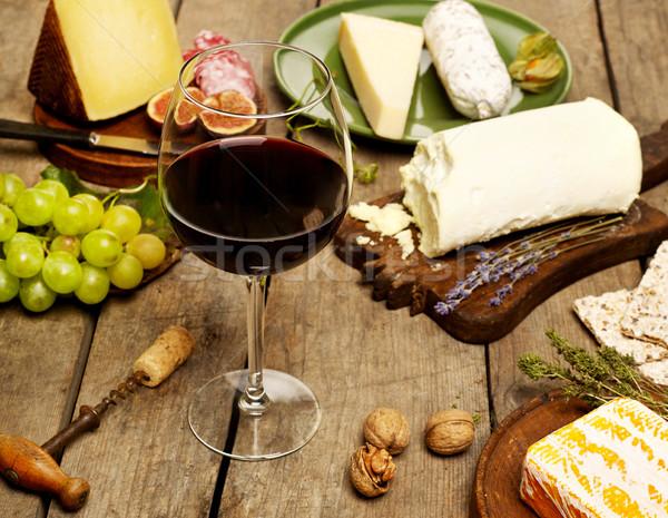 Formaggio variazione vino rosso tavolo in legno vino frutta Foto d'archivio © goir