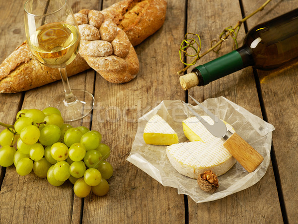 Borkóstolás kenyér szőlő bor sajt vágódeszka Stock fotó © goir