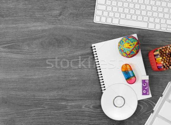 Trabalhando tabela diretamente acima ver computador Foto stock © goir